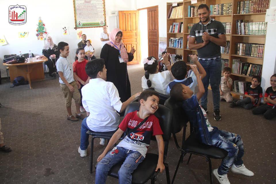 جانب من استضافة بلدية دير البلح وسط قطاع غزة لفعالية اليوم الترفيهي للأطفال الذي تنفذه الهيئة العامة