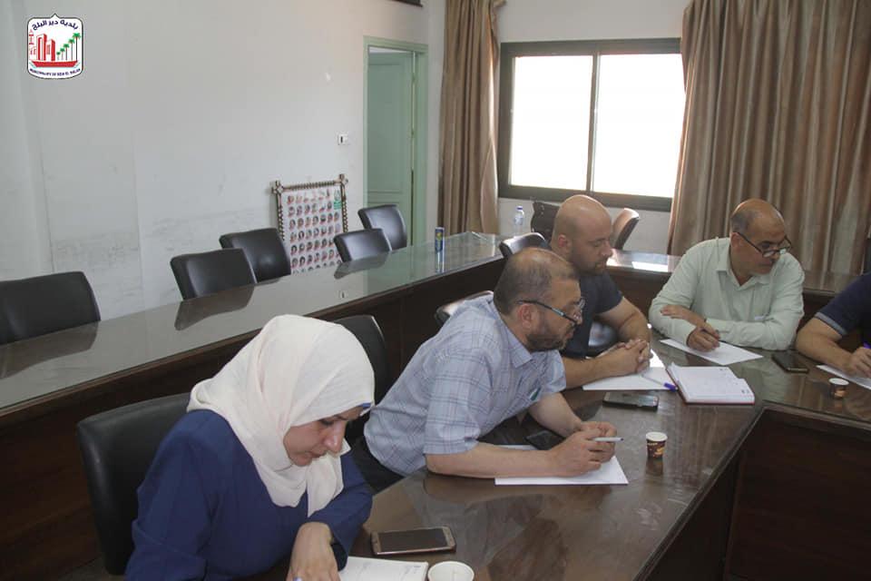 بلدية دير البلح تبحث إنشاء مركز خدمات مجتمعية بالتعاون مع مؤسسة معا