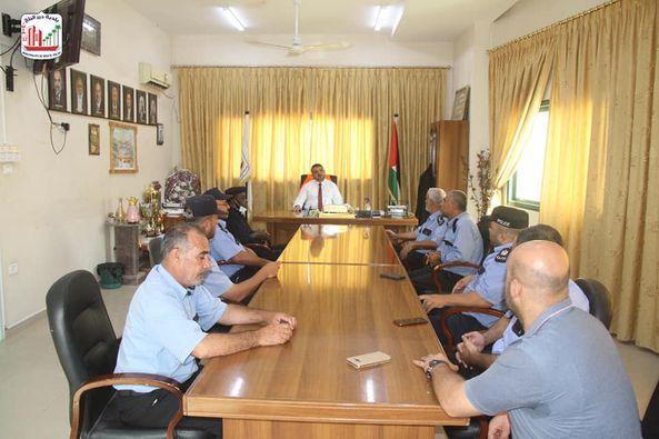 رئيس بلدية دير البلح يستقبل مدير شرطة البلديات للتهنئة بعيد الأضحى المبارك
