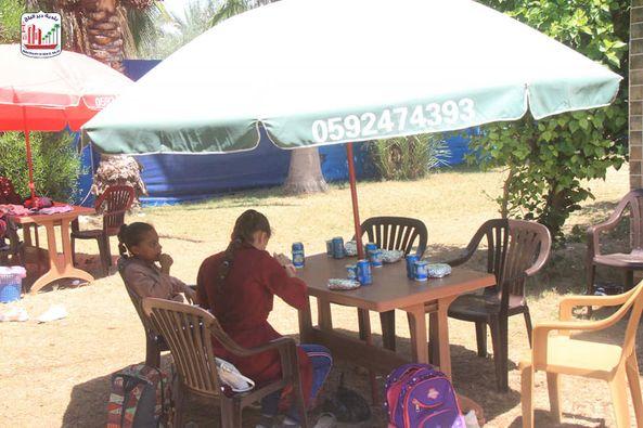 برعاية بلدية دير البلح نفذت جمعية النور الخيرية رحلة ترفيهية لأبناء الشهداء
