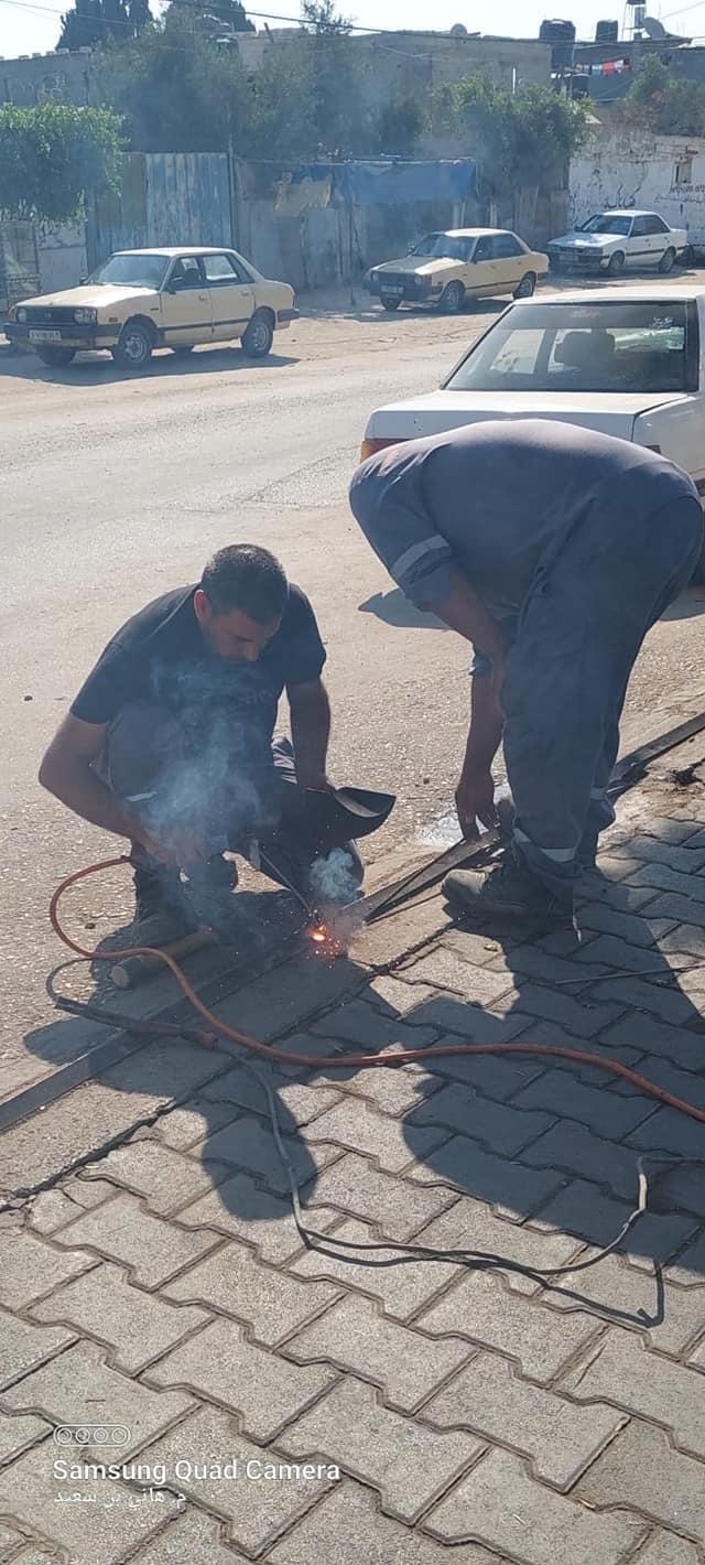 جانب من أعمال الصيانة في مناطق متفرقة بدير البلح