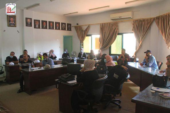 بلدية دير البلح تنظم محاضرة حول التجارة الالكترونية بحضور 25 مشارك من المجتمع المحلي