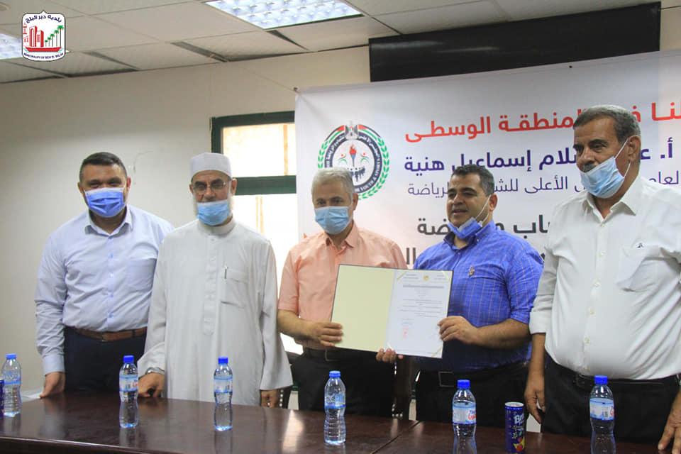 خلال لقاء تسليم مقر نادي اتحاد شباب دير البلح لوزارة الصحة ومستشفى الأقصى :
