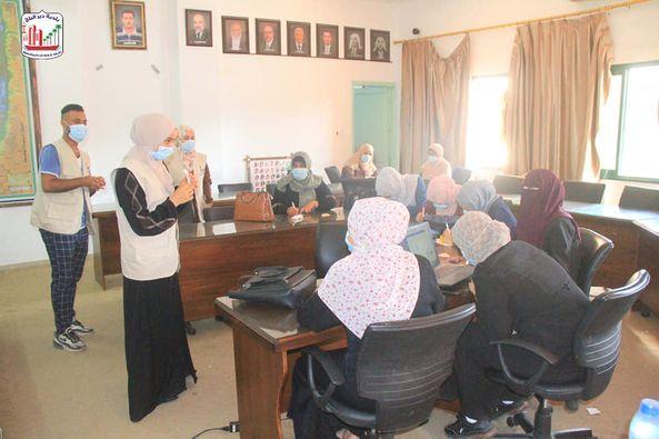 بالتعاون مع مركز صحة المرأة بلدية دير البلح تنظم لقاء حول الصحة العامة للعاملات بالبلدية