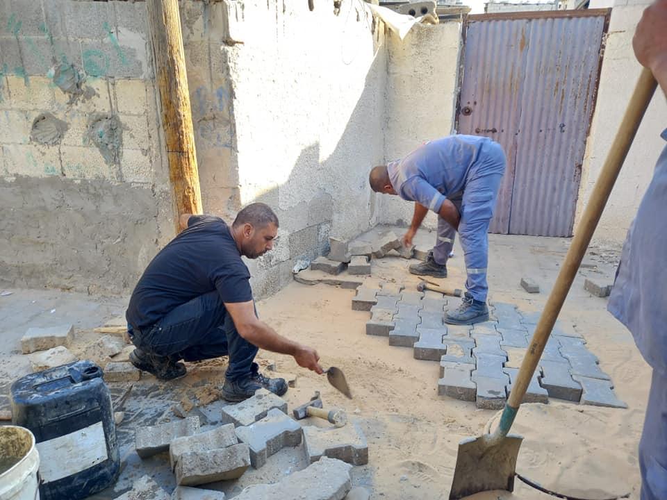 استمرار أعمال الصيانة بمناطق متفرقة بدير البلح