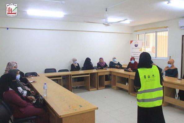فريق سفراء بلدية دير البلح ينظم لقاء توعية حول فيروس كورونا وأهمية التطعيم