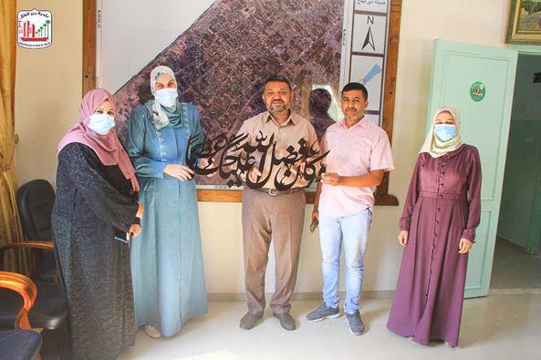 بلدية دير البلح تستقبل وفد من مدرسة عبد الله بن رواحة