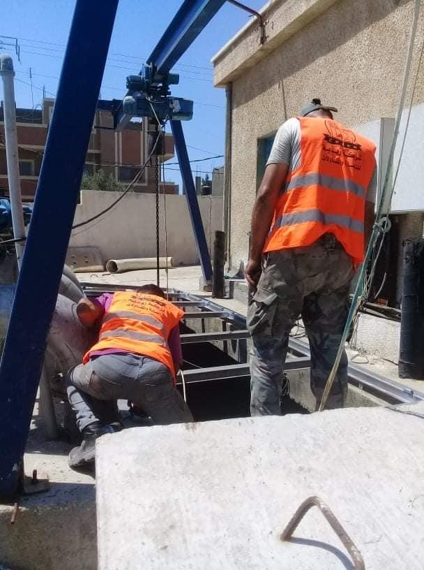 إعادة تأهيل مضخة الصرف الصحي بالبركة بدير البلح استعداداً لفصل الشتاء