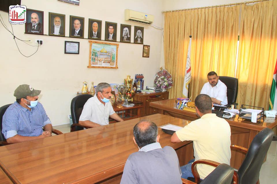 بلدية دير البلح تلتقي بلجنة حي المعني وتناقش احتياجات الحي