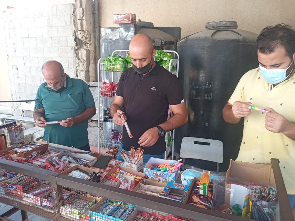قسم الصحة والبيئة ببلدية دير البلح بالتعاون مع اللجنة المشتركة يقوم بحملة متابعة لمقاصف المدارس الحك