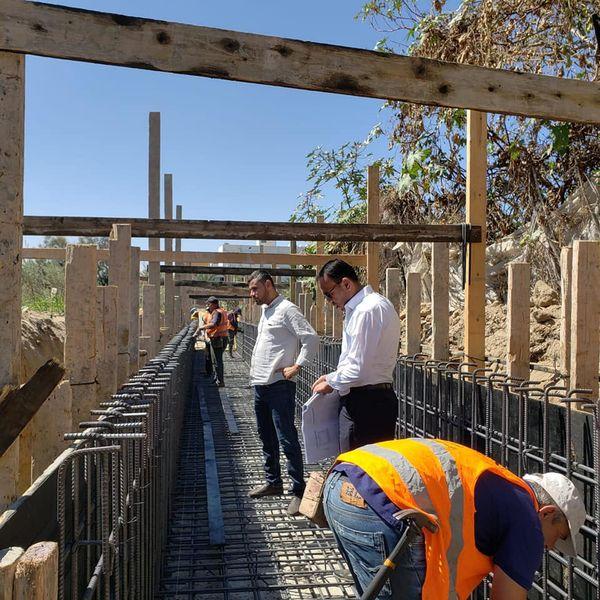 البدء بتنفيذ مشروع إنشاء نظام لتصريف مياه الأمطار بمنطقة أبو فطاير جنوب دير البلح