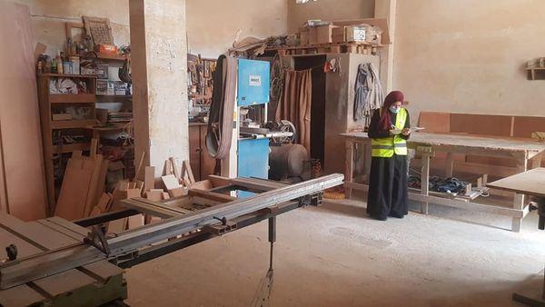 بلدية دير البلح تقوم بجولة على المناجر ومدى الالتزام بإجراءات السلامة المهنية