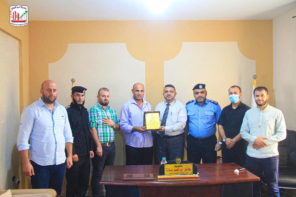 رئيس بلدية دير البلح يؤكد على أهمية ودور جهاز الشرطة في سيادة القانونوحفظ الأمن