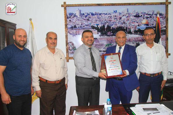 بلدية دير البلح تبحث التعاون المشترك مع سلطة المياه وجودة البيئة