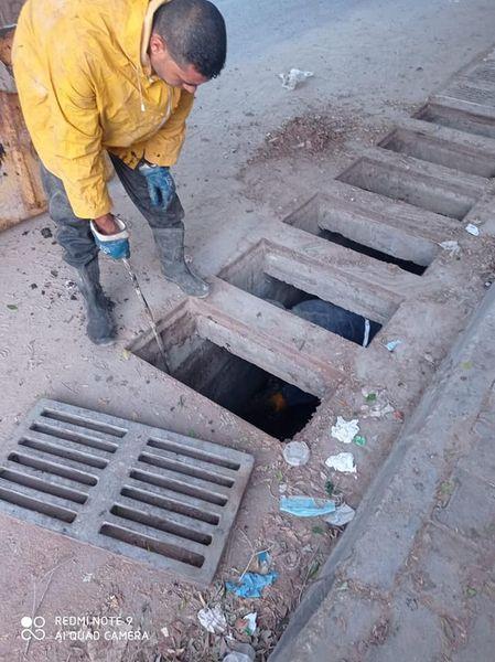 الانتهاء من تنظيف مصارف مياه الأمطار بدير البلح ضمن الاستعداد لاستقبال فصل الشتاء
