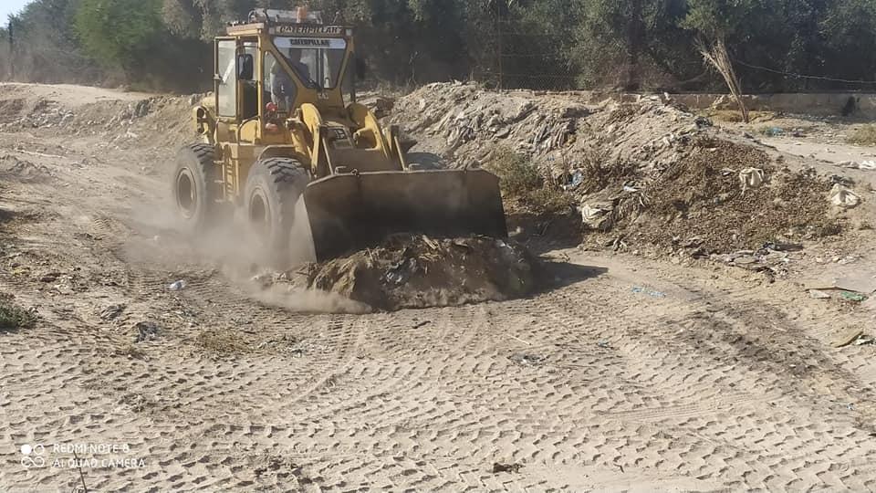 بلدية دير البلح تنتهي من تنظيف مجرى وادي السلقا