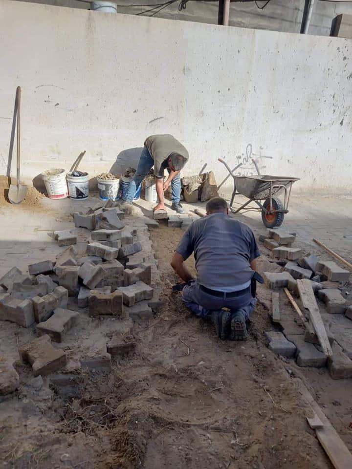 جانب من أعمال الصيانة في مناطق دير البلح