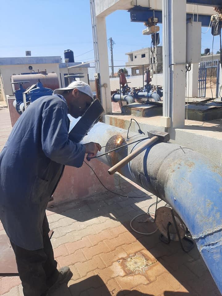 الانتهاء من تجهيز مضخات الصرف الصحي بدير البلح ضمن الاستعدادات لفصل الشتاء