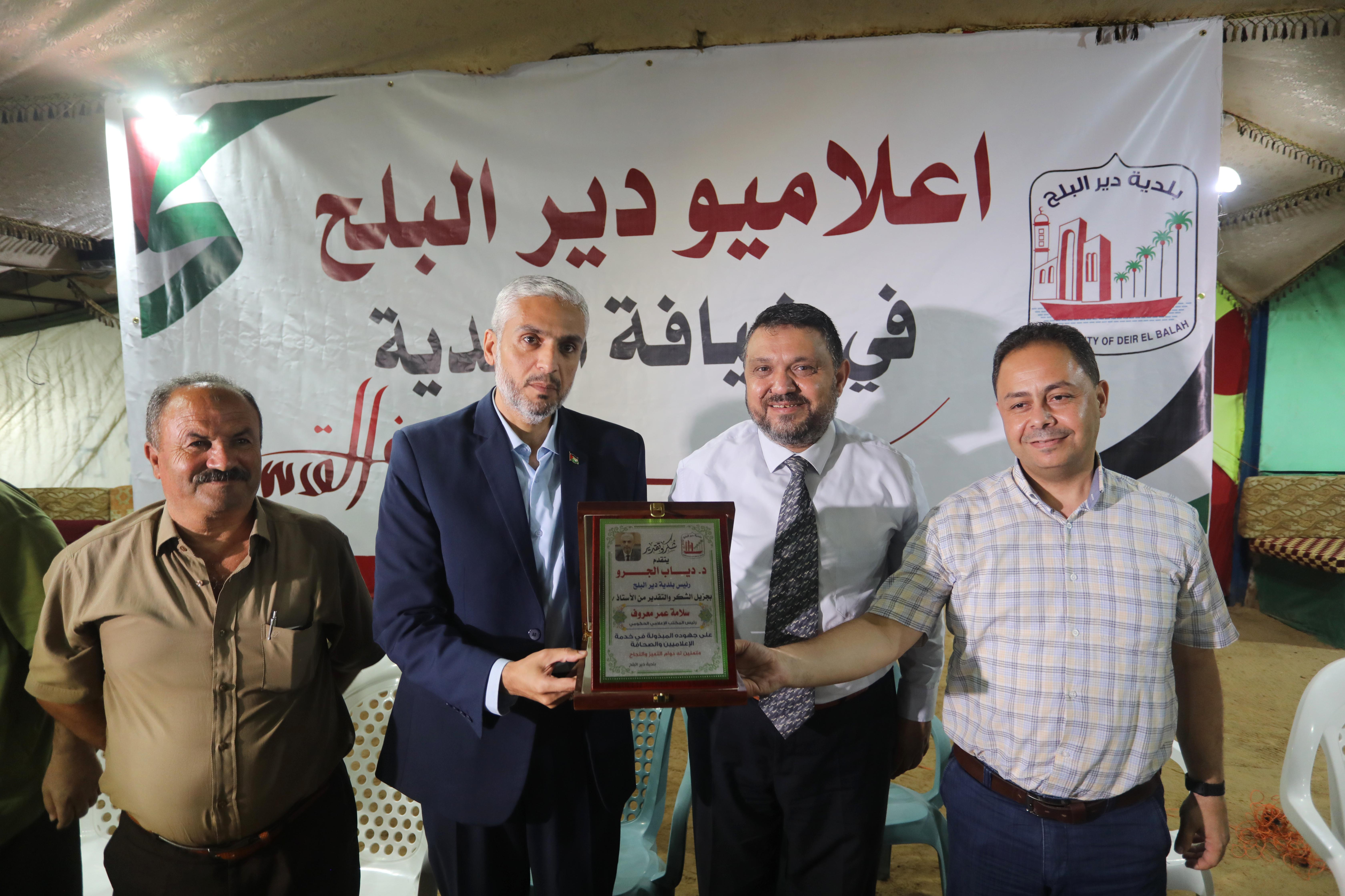 بلدية دير البلح تستضيف عدد من الاعلاميين وصحفيين المدينة