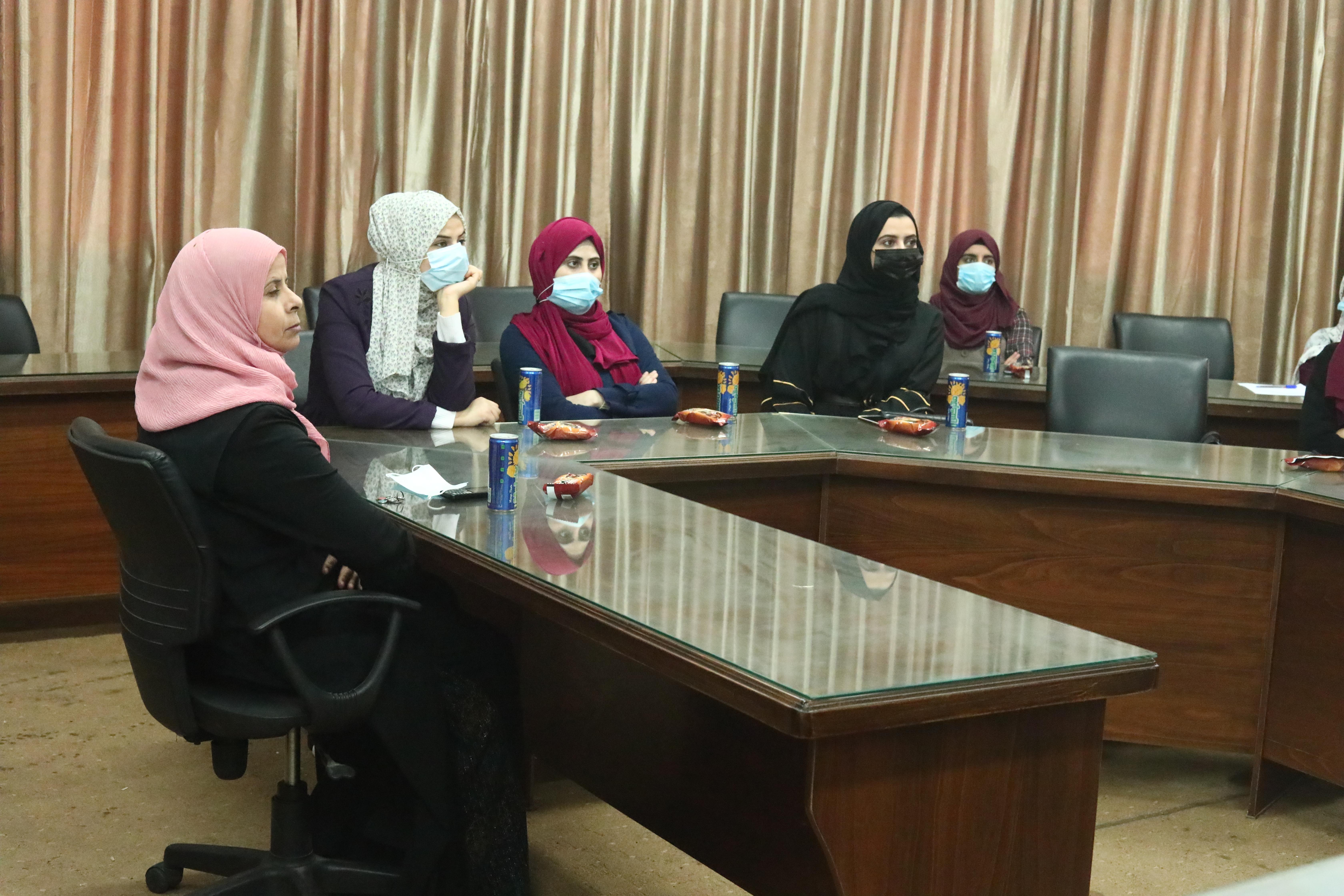 بلدية دير البلح تنظم اللقاء الأول لمجموعة النساء المؤثرات
