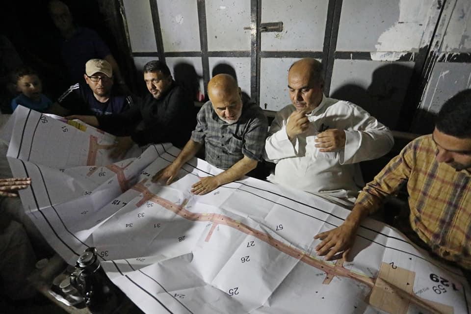 بلدية دير البلح تعقد جلسة استماع مع أهالي حي المحطة شرق المدينة