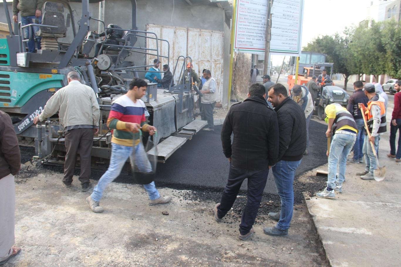 فرد طبقة من الاسفلت في الشارع الواصل بين شارع  شارع الشهيد عبد الكريم العكلوك ( الحكر ) وشارع الشهيد