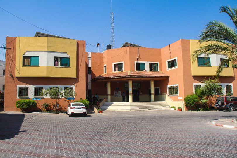 بلدية دير البلح تناقش آلية الاستمرار في تقديم الخدمات الأساسية للمواطنين في ظل الظروف الحالية