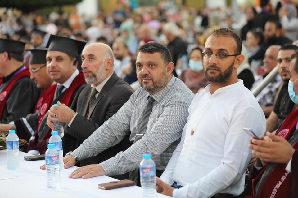 رئيس بلدية دير البلح يشارك في حفل تخريج الفوج الثامن والتاسع من طلبة جامعة فلسطين