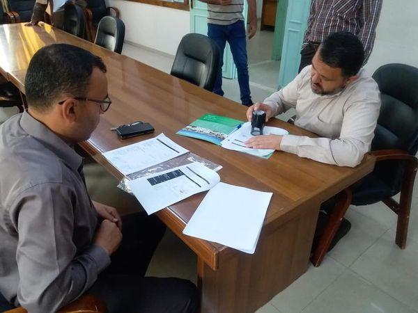 بلدية دير البلح توقع اتفاقية تنفيذ حفر بئر مياه في المنطقة الصناعية