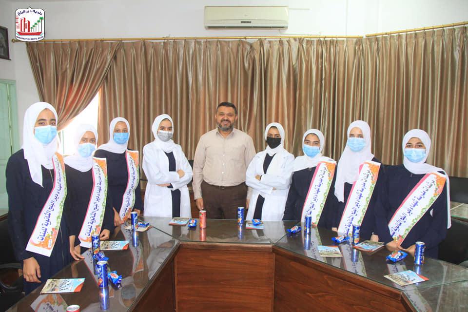 بلدية دير البلح تستقبل طالبات مدرسة شهداء دير البلح الثانوية للبنات
