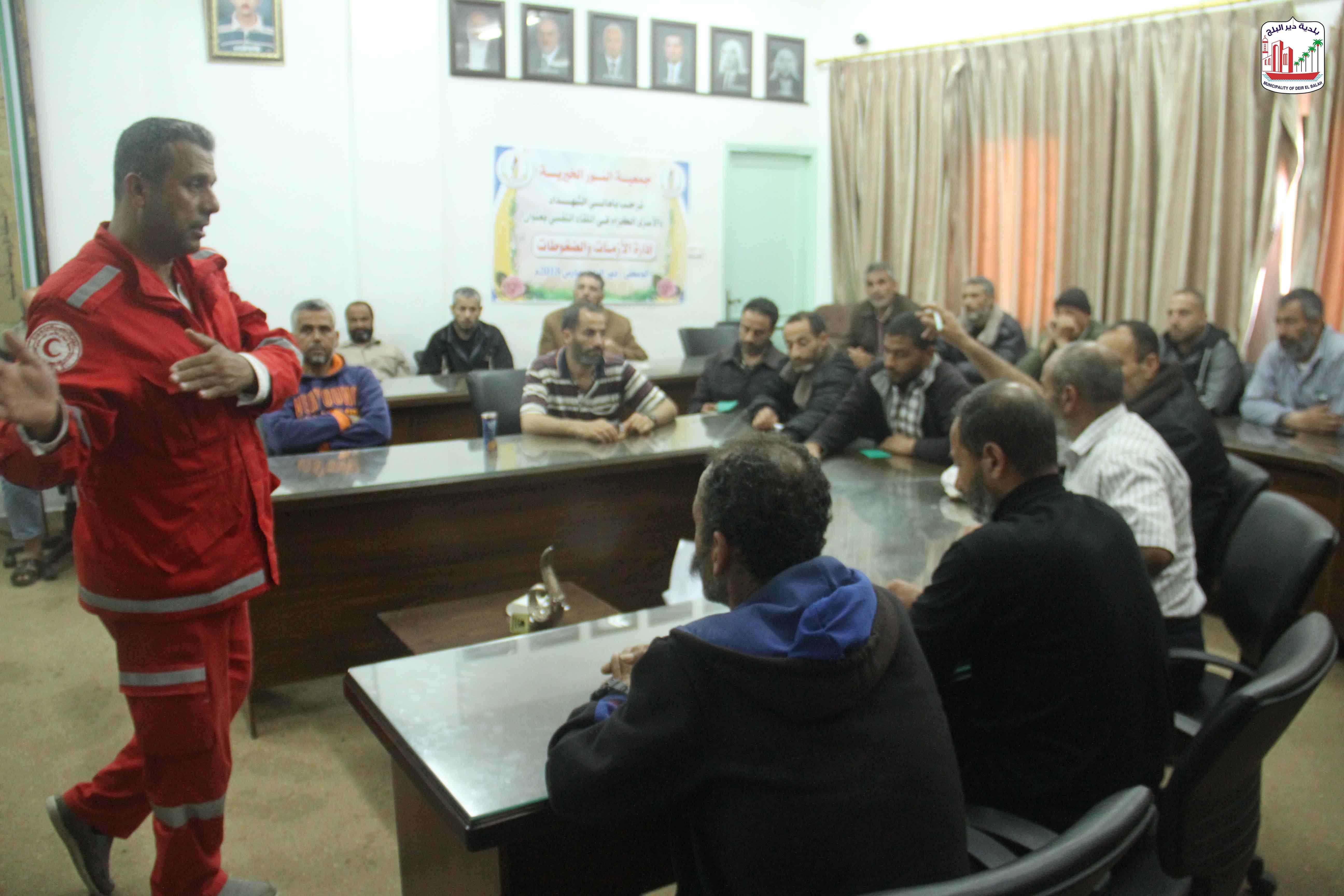 البلدية بالتعاون مع وزارة الحكم المحلي تعقد دورة في الإسعافات الأولية للمنقذين البحريين