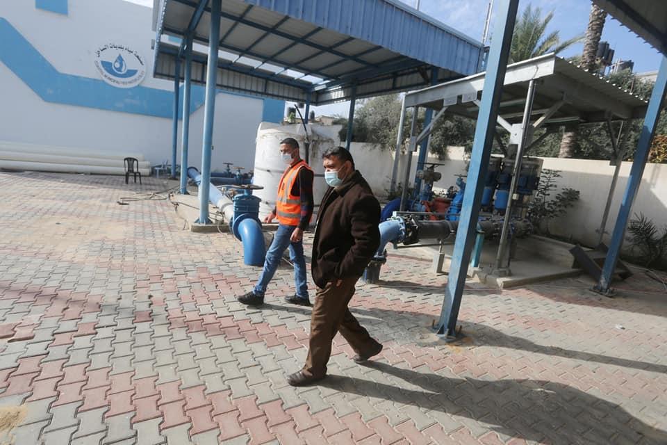 #شاهد رئيس بلدية دير البلح :مستمرون بخدماتنا لليوم الثاني الاغلاق الشامل