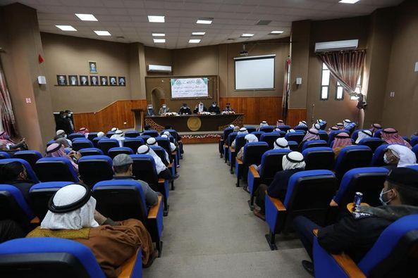 رئيس بلدية دير البلح دياب الجرو خلال لقاء وجهاء ومخاتير المدينة يقدم شكره لهم تقديرا منه لانجاحهم الاغلاق الشامل